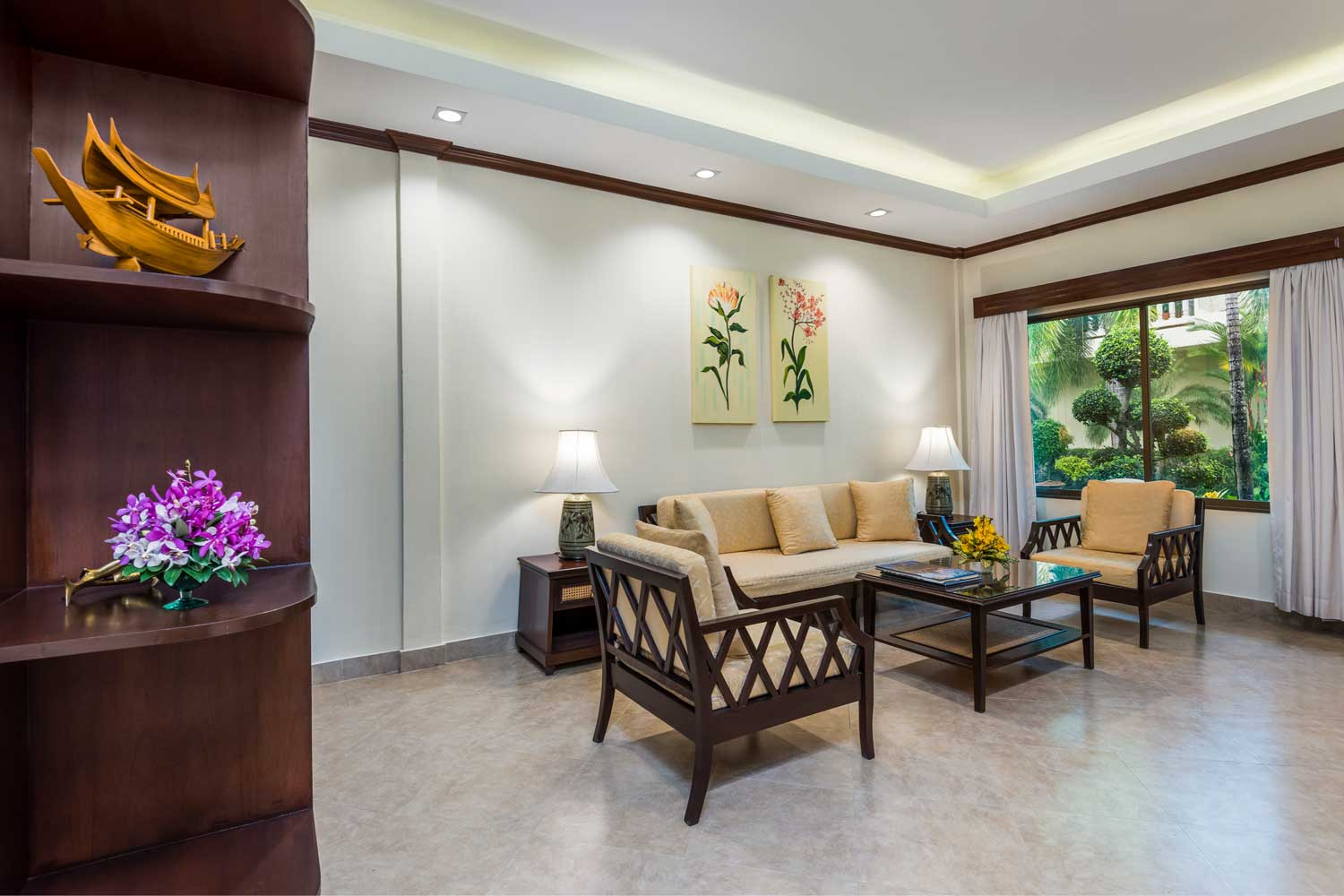 Living Room of a One-Bedroom apartment hotel room with a garden view of the Thai Garden Resort in Pattaya, Thailand