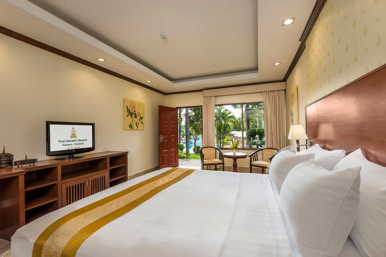 Deluxe hotel room with a pool view of the Thai Garden Resort in Pattaya, Thailand.