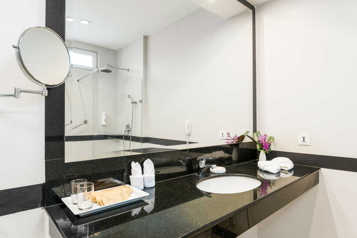 The bathroom of a One-Bedroom apartment hotel room with a garden view of the Thai Garden Resort in Pattaya, Thailand