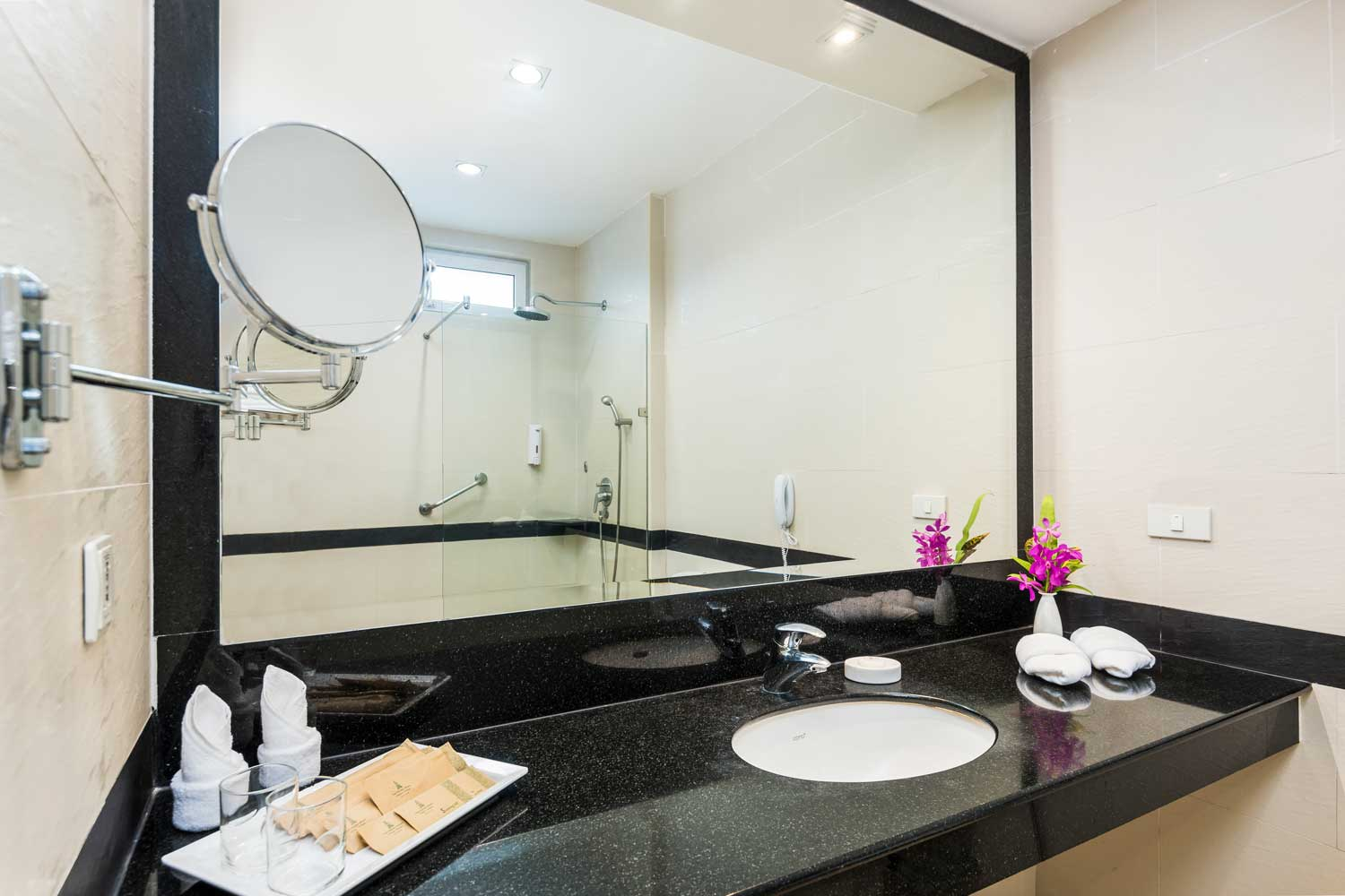 The Bathroom of the Deluxe hotel room with a pool view of the Thai Garden Resort in Pattaya, Thailand.